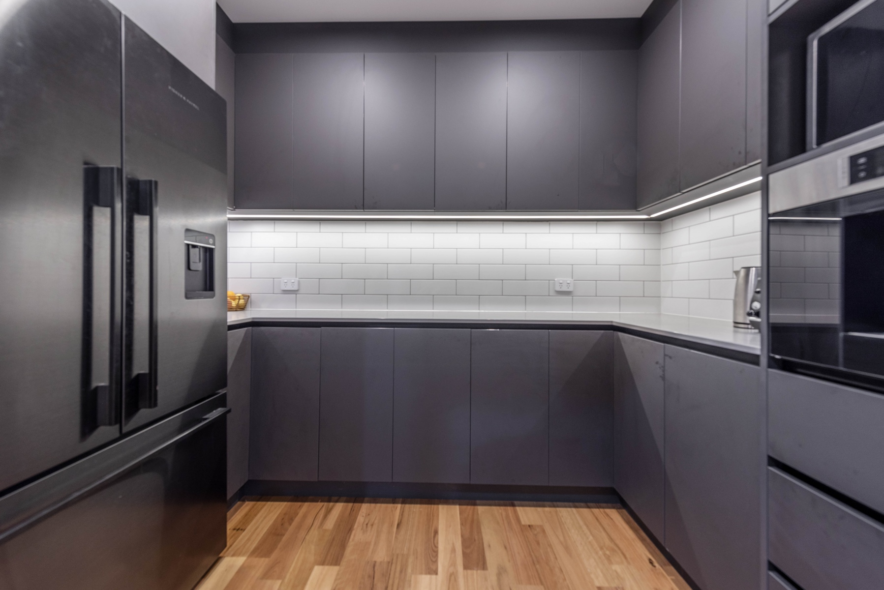 8.-Kitchen-butlers-pantry-e020